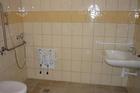 Akadálymentes mosdó